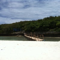 Photo taken at Sumilon Bluewater Island Resort by Soyoung L. on 9/23/2011
