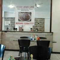 Photo taken at Baso Balungan Pak Bagong by Lang Lang S. on 12/25/2011