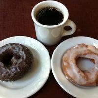 Das Foto wurde bei Top Pot Doughnuts von Joy am 7/22/2011 aufgenommen
