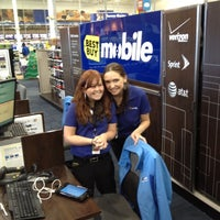 Photo taken at Best Buy by Farid K. on 11/16/2011