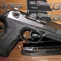 รูปภาพถ่ายที่ Fine Firearms of La Mesa โดย Starscream เมื่อ 3/17/2012