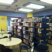 Photo taken at Biblioteca do SESI by Tiago Z. on 12/20/2011