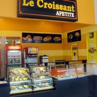 Photo taken at Le croissant by Juliana M. on 4/23/2012
