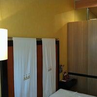 Foto tomada en Hotel Fruela por Fernando C. el 10/17/2011