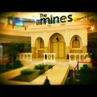 รูปภาพถ่ายที่ The Mines โดย Paduka S. เมื่อ 8/11/2012