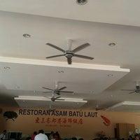 Photo taken at Restaurant Asam Batu Laut, Tg Sepat by wei wei i. on 4/15/2012