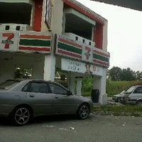 Photo taken at 7 Eleven by Muhammad Adib ™ on 9/27/2011