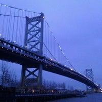 Foto tomada en Race Street Pier por Jackie K. el 1/11/2012