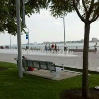 Das Foto wurde bei Detroit RiverWalk von Joe L. am 9/13/2011 aufgenommen