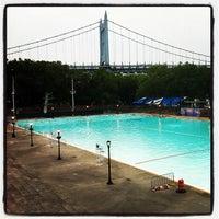 Foto tomada en Astoria Park Pool por David M. el 7/13/2012