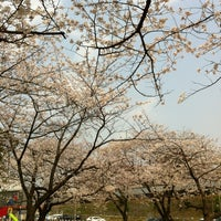 Photo taken at 東領公園 by minako 6. on 4/5/2012