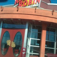 Photo taken at Red Robin Gourmet Burgers by Daniel H. on 2/12/2012
