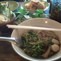 Photo taken at กินเพลิน by NoiNong R. on 10/2/2011