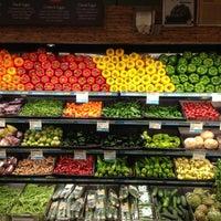 Foto tomada en Whole Foods Market por Peter S. el 4/1/2012
