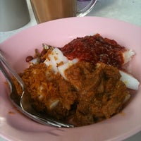 Photo taken at Lontong Power Kg Pasir Puteh by fitfingers on 9/16/2011