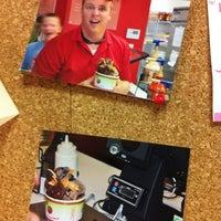 3/21/2012에 Jeff B.님이 CherryBerry Yogurt Bar에서 찍은 사진