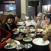 Photo taken at Rumah Makan Mawar by Bintang C. on 1/7/2012