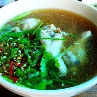 Photo taken at ไก่นุ่ม ก๋วยเตี๋ยวไก่ตุ๋นต้มยำ by Chatchaphong P. on 5/11/2012