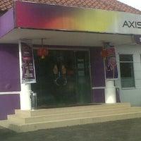 Photo taken at AXIS Bandung by Yazamudin B. on 1/25/2012