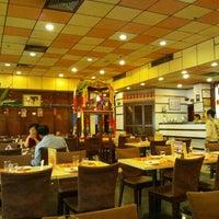 Photo taken at Thai Zhen Restaurant by クワトロ バ. on 11/13/2011