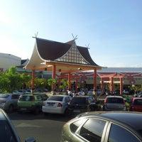 Foto tirada no(a) Shopping Riverside por Noell R. em 9/1/2012