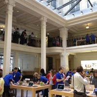 Photo taken at Apple Opéra by Osamah A. on 8/27/2012