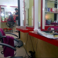 Photo taken at salon beauty ^_^ by nantana w. on 12/4/2011