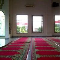 Photo taken at Masjid Al Hasanah by Wulandari Permatasari on 11/10/2011