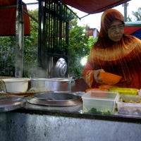 Photo taken at Warong Nasi Ayam Pak Ali by Mohd M. on 10/20/2011