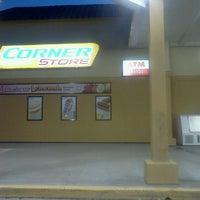 Foto scattata a Corner Store da LaToya Janae il 8/20/2012