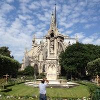 Photo taken at L'Esmeralda by Leonardo B. on 7/4/2012