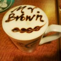 Photo taken at 伯朗咖啡館 Mr. Brown Coffee by Naomi on 12/12/2011