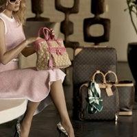 3/2/2011 tarihinde Çopurziyaretçi tarafından Louis Vuitton'de çekilen fotoğraf