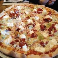 Das Foto wurde bei Emma's Pizza von Shane D. am 3/30/2012 aufgenommen