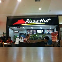 Foto tirada no(a) Pizza Hut por Newton L. em 11/12/2011