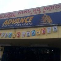 Photo taken at Kedai Motosikal Hweng Ho Motor by Esa Y. on 11/24/2011