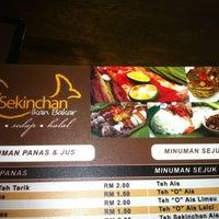 Photo taken at Restoran Sekinchan Ikan Bakar by Yuki on 10/30/2011