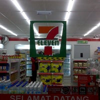 Photo taken at 7 Eleven by MR_APIH on 11/22/2011