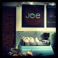 Foto tirada no(a) Joe the Art of Coffee por Tiffany K. em 4/11/2012
