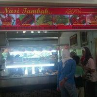 Photo taken at Gerai 6 Nasi Tambah by Ken H. on 7/16/2011