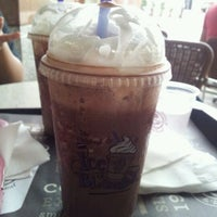 Photo taken at The Coffee Bean & Tea Leaf by Finaxyz N. on 1/1/2012