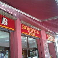 Photo taken at Boatella Tapas by Samuel R. on 8/15/2011