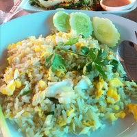 Photo taken at Mueang Thong Crab-meat Fried Rice 1 by Kratai P. on 1/10/2011