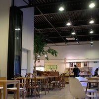 Photo taken at Factory670 / Hankook Coffee by Juno Y. on 2/19/2011