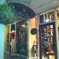 Photo prise au The Wine Den par Christine C. le8/28/2011