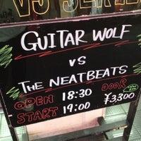 Photo taken at 下北沢 Club Que by Yosuke S. on 7/26/2012