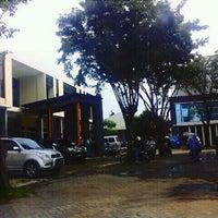 Photo taken at SMA Negeri 16 Surabaya by Rinaldi Wicaksana on 2/7/2011