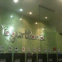 Photo taken at Yogurtland by Daniel E. on 11/17/2011
