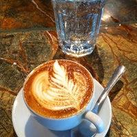 9/25/2011 tarihinde LoveLeeziyaretçi tarafından Espresso Vivace'de çekilen fotoğraf