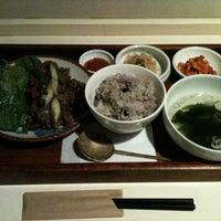 Photo taken at 韓国食堂 白飯家 by Tomomi N. on 9/10/2011